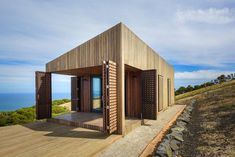 moonlight cabin by jackson clements burrows overlooks australia's coastal landscape / The Green Life <3