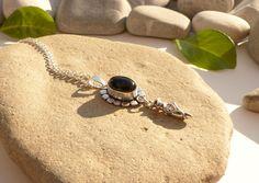 Pendentif en onyx noir, collier danseuse et pierres, bijou en onyx noir argent plaqué argent tibétain : Pendentif par lapassiondisabelle