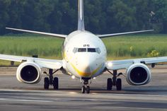 Boeing 737-85R Jet Airways Head On