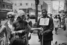 """""""The Street Philosophy of Garry Winogrand"""" at Fraenkel Gallery, San Francisco Garry Winogrand, San Francisco Museums, Getting Played, New York Photographers, Getty Museum, Nyc, National Gallery Of Art, New York Street, Museum Of Modern Art"""