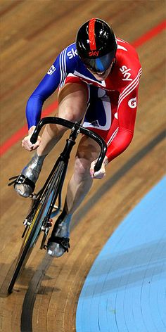 London Olympics Female Athletes Alex Morgan, Maria Sharapova and Track Cycling, Cycling Bikes, Cycling Art, Sports Images, Sports Photos, Victoria Pendleton, 2012 Summer Olympics, Female Cyclist, Cycling Motivation