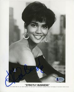 Suggestions regarding excellent looking women's hair. Your own hair is undoubtedly precisely what can define you as a man or woman. To a lot of individuals it is usually important to have a great hairstyle. Hair and beauty. Halle Berry Style, Halle Berry Hot, Halle Berry Haircut, Halley Berry, Photo Star, Vintage Black Glamour, Black Actresses, Beautiful Black Women, Black Girl Magic