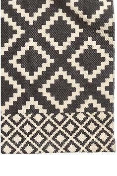 Patterned cotton rug: Rectangular cotton rug with a print pattern.