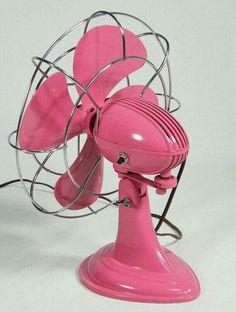 A pink fan! I'm a fan of pink! Vintage Pink, Ideas Vintage, Vintage Items, Retro Fan, Deco Retro, Fuchsia, Pink Purple, Hot Pink, Pink Love