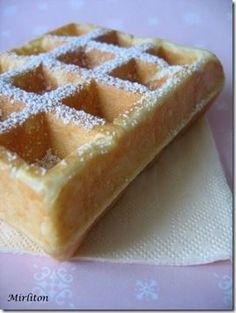 My favorite waffles, that of christophe felder !, Recipe Ptitchef - Waffles that are crispy on the outside, tender and soft on the inside, a super-simple recipe! Chefs, Sweet Recipes, Cake Recipes, Pastry Cook, Thermomix Desserts, Beignets, Pancakes And Waffles, Vegan Snacks, Food Cakes