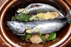 Resep Homemade Pindang Ikan Tongkol JTT Seafood Recipes, Cooking Recipes, Indonesian Food, Slow Cooker, Food And Drink, Favorite Recipes, Asian, Fish, Homemade