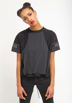 new product cd768 e0b97 Camiseta print - black black black - Zalando.es. Nike SportswearCarly  RowenaPerfect FitPrinted ShirtsFree DeliveryShirt ...