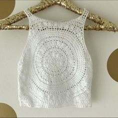 H&M x Coachella White Crochet Crop Top This Pin was discovered by K. Crochet vest - Image only Darn, this is cute - Salvabrani T-shirt Au Crochet, Beau Crochet, Bikini Crochet, Mode Crochet, Crochet Shirt, Crochet Crop Top, White Crochet Top, Crochet Designs, Crochet Patterns