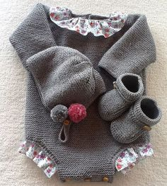 Punto_bebé Knitting For Kids, Baby Knitting, Crochet Baby, Knit Crochet, Baby Girl Fashion, Kids Fashion, Knitted Baby Clothes, Baby Pants, Baby Cardigan