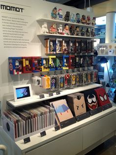 Momot, the culture brand created in the purpose of distributing paper toy culture.