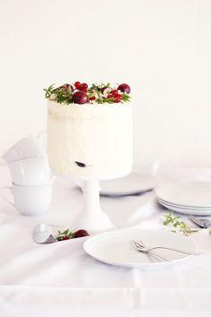 little white cake, (yogurt and nectarine cake).