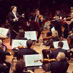 Buon Compleanno a Gustavo Dudamel! @gustavodudamel (Barquisimeto 26 gennaio 1981)  #birthday #happybirthday #buoncompleanno #augurimaestro #conductor #gustavodudamel #maestro #venezuela #orchestra #santacecilia