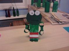 Kikker van een melkpak Frog Theme Preschool, Rondom, Preschool Lessons, Frogs, Winter, Crafts, Winter Time, Manualidades, Preschool Schedule