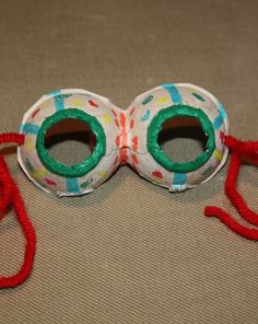 Preschoolers can ply their creativity making recycled egg carton masks in this clever eco-friendly arts and crafts activity.