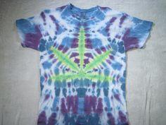 how to tye dye a pot leaf Tye Dye, Cool Tie Dye Shirts, Tie Dye Folding Techniques, Diy Tie Dye Designs, Tie Dye Tutorial, Tie Dye Crafts, How To Tie Dye, Textiles, Shirt Patterns
