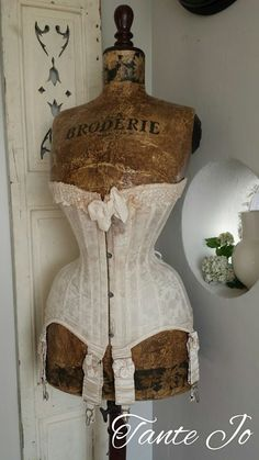 Love, this is so beautiful Vintage Corset, Vintage Mannequin, Shabby Vintage, Vintage Lingerie, Vintage Dresses, Vintage Outfits, Shabby Chic, Antique Clothing, Historical Clothing