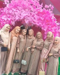 Batik Fashion, Hijab Fashion, Kebaya Modern Dress, Long Dress Patterns, Hijab Dress Party, Model Kebaya, Dress Brokat, Kebaya Muslim, Casual Hijab Outfit