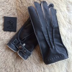 Womens deerskin leather gloves featuring 3 handsewn point detail and strap…