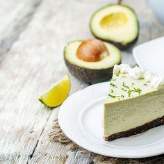 Recette cheesecake avocat citron vert / Découvrez ces 14 recettes à base d'avocat délicieuses et faciles à faire. Recettes à l'avocat salées ou sucrées, vous allez les adorer ! #recette #recettes #avocat #recettefacile #healthy