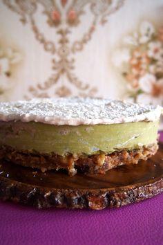 Recept: avocado-limoentaart met coconut frosting van De Groene Meisjes. Kokosslagroom