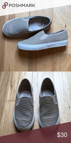 EXCELLENT CONDITION Gap slip ons Women's size 6.5 GAP Shoes Sneakers