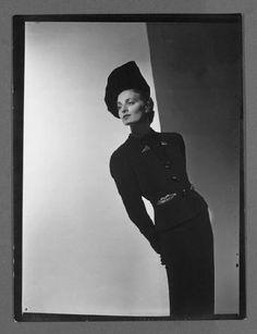 André Durst, Schiaparelli Fashion, 1930-39