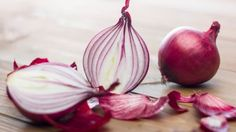 Onion has antiseptic and antibacterial properties. It also helps fight hair lice, dandruff and can be used as natural hair nourisher and conditioner.