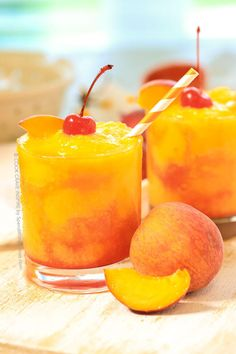 This slushy juicy Frozen Peach Champagne Cocktail takes just 5 minutes to prep. The fresh flavor of juicy ripe peaches combined with champagne creates the perfect slushy summer cocktail! Frozen Drink Recipes, Frozen Drinks, Drinks Alcohol Recipes, Punch Recipes, Top Recipes, Fruit Recipes, Delicious Recipes, Refreshing Drinks, Fun Drinks