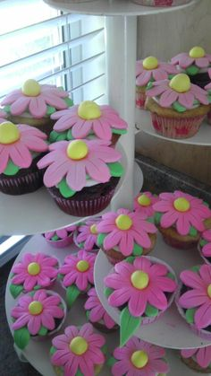 Baby Shower Cupcakes with fondant