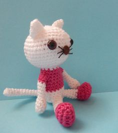 Lovely cat Hermione. Free pattern at http://amilovesgurumi.com/