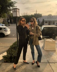golden hour in LA 🇺🇸 Minimalist Chic, Minimalist Fashion, French Lifestyle, Vsco Photography, Emmanuelle Alt, Everyday Dresses, Special People, Chic Outfits, Casual Chic
