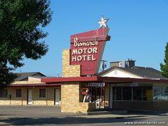 Bismarck Motor Hotel Vintage 1950s Neon Sign - Bismarck, North Dakota
