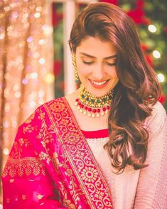 Ayeza Khan is constantly keeping herself busy, she loves doing photo shoots and is equally passionate about her acting career. Ayeza Khan has the perfect featur Asian Wedding Dress Pakistani, Pakistani Fashion Casual, Pakistani Girl, Pakistani Dress Design, Pakistani Actress, Pakistani Dresses, Indian Dresses, Pakistani Dramas, Ethnic Fashion