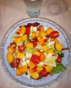 Salad with lettuce, radicchio, iceberg, spring onions, cherry tomatoes 🍅, cheese, peaches 🍑 and balsamic glaze 😋