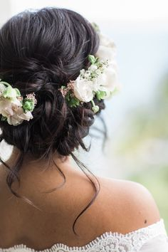 Floral infused bridal hairstyle: Photography: Amanda Wei - http://amandaweiphoto.com/