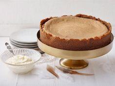 Konjakilla maustettu paistettava juustokakku on herkullinen kahvin kanssa tarjottava pääsiäisenä, mutta myös muulloinkin - saahan mämmiä läpi vuoden. Maukas Bastogne-keksipohja on ehdoton valinta tämän kakun pohjaksi.
