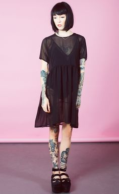 Image discovered by vanessa. Find images and videos about oliver sykes, hannah snowdon and sempiternal on We Heart It - the app to get lost in what you love. Hannah Snowdon Tattoo, Hannah Pixie Snowdon, Grunge Outfits, Fashion Outfits, Grunge Clothes, Black Outfits, Style Fashion, Family Outfits, Character Outfits