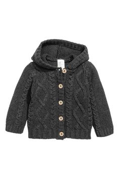 Cardigan in maglia di cotone: CONSCIOUS. Morbido cardigan in maglia a trecce di cotone biologico. Cappuccio e abbottonatura davanti.
