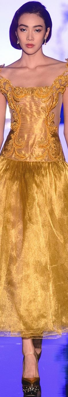 Guo Pei, Shades Of Gold, Gold Sparkle, Gold Christmas, Couture Fashion, High Fashion, Ball Gowns, Glamour, Formal Dresses
