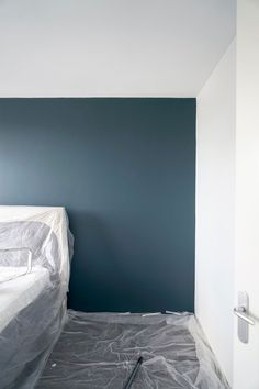Licetto in de kleur Steel Blue Best Bedroom Colors, Bedroom Paint Colors, Bedroom Color Schemes, Blue Master Bedroom, Bedroom Orange, Master Bedrooms, Home Decor Bedroom, Modern Bedroom, Bedroom Ideas