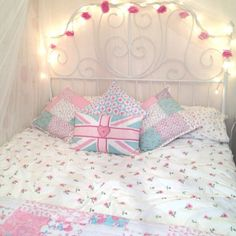 I love this bed, esp. the bedding and lights and the central pillow. Baby Bedroom, Home Decor Bedroom, Girls Bedroom, Bedrooms, Design Bedroom, Bedroom Ideas, Dream Rooms, Dream Bedroom, Cute Bedspreads
