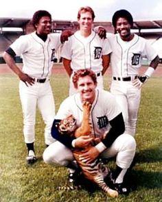 <3 Left:Lou Whittaker, Alan Trammell, Chet Lemmon, Lance Parrish holding Tiger Cub. <3 1984 Lakeland, Fl