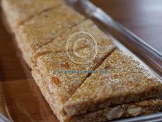 Pasteli (Παστέλι) - sesame and honey bars - Greek Food Recipes and Reflections, Toronto, Ontario, Canada Greek Sweets, Greek Desserts, Greek Recipes, Baking Recipes, Snack Recipes, Dessert Recipes, Snacks, Healthy Recipes, Greek Cookies
