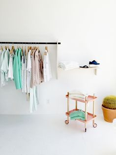 Sleek and modern, this boutique has the clothes to match!   http://blog.laurelandwolf.com/10-boutiques-that-make-you-think-i-could-totally-live-here/?utm_source=pinterest&utm_medium=pinterest&utm_content=10-boutiques-that-make-you-think-i-could-totally-live-here&utm_term=9_17