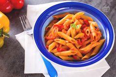 Le penne ai peperoni sono un primo piatto saporito e profumato, con pochi ingredienti, facile da preparare e perfetto per i menu estivi