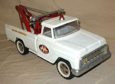 1965 Tonka AA Wrecker Truck I had this exact one! Tonka Trucks, Tonka Toys, Tow Truck, Matchbox Autos, Matchbox Cars, Retro Toys, Vintage Toys, 1980 Toys, Custom Trucks