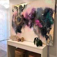 uno de un bueno grande de arte abstracto texturado con una mezcla de pinturas acrílicas, vidrio reciclado y resina capa para crear un resumen realmente único y sereno original. La pintura tiene una capa capa de cristal de resina epoxi para añadir un brillo espesor alto brillo a la