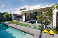 Exquisite Modern House Designs in Australia with Luxurious Design: Blue Water Swiming Pool Glass Fences Modern House Backyard ~ biawow.com Bathroom Inspiration