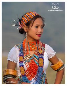 Portrait of young girl from Longding District, Anunachal Pradesh, India Tribes Of The World, We Are The World, People Of The World, Costume Ethnique, Arunachal Pradesh, Tribal People, Beauty Around The World, India People, Indian Tribes