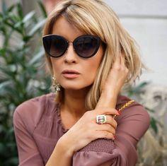Aquele óculos de sol que você respeita! Maravilhoso para mulheres clássicas e sofisticadas como a @gittabanko  #oticaswanny #gittabanko #chanel #chaneleyewear #chanel4222